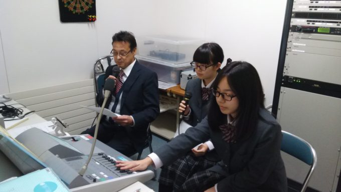 放送室でのインタビュー