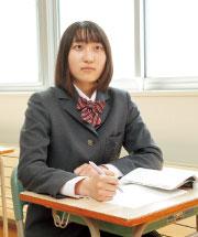 授業中の女子生徒